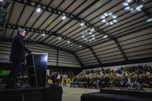 Uñac dejó inaugurado el techado e iluminación del Club Colón Junior