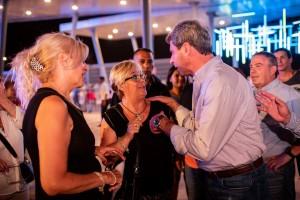 Uñac recorrió el Costanera Complejo Ferial en la tercera noche de la FNS