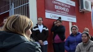 La ministra no solo dialogó con los equipos de profesionales, sino que se tomó el tiempo para escuchar a los vecinos. Fotos: Facundo Quiroga