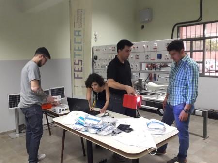 Escuelas rurales recibirán un sistema de iluminación y botiquín portátil solar