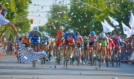 Sprint final de la última etapa en Chimbas.