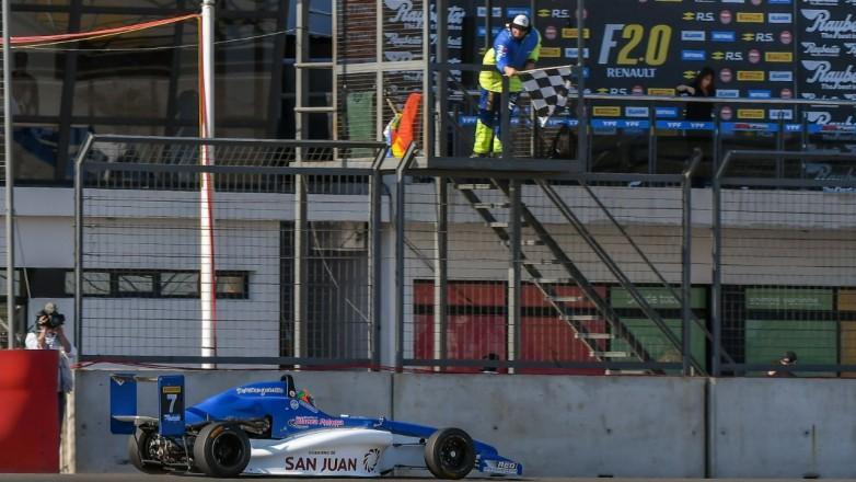 Gran fin de semana de Tobías Martínez con doble triunfo en Fórmula Renault