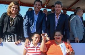 En Pocito, Uñac entregó 42 viviendas del barrio Manzanares