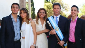 Foto de archivo, 10 de diciembre de 2015. Jura del gobernador Sergio Uñac.