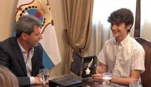 Uñac recibió a Juan Pablo García, alumno destacado en las Olimpiadas de Qatar