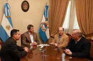 El gobernador Uñac recibió a directivo de una compañía aeronáutica