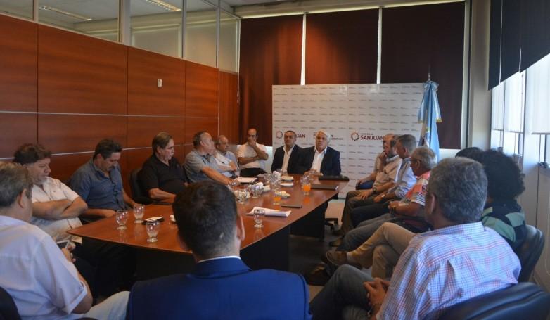 Se realizó una reunión para evaluar y planificar el futuro de la vitivinicultura