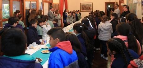 El gobernador recibió a 83 alumnos de la escuela Mariano Iannelli de Caucete