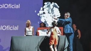 Un hombre y una mujer ganadores del último sorteo de IPV en la FNS