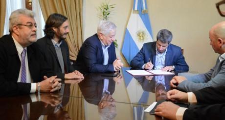 El gobernador firmó convenio por 50 viviendas para el sector judicial federal