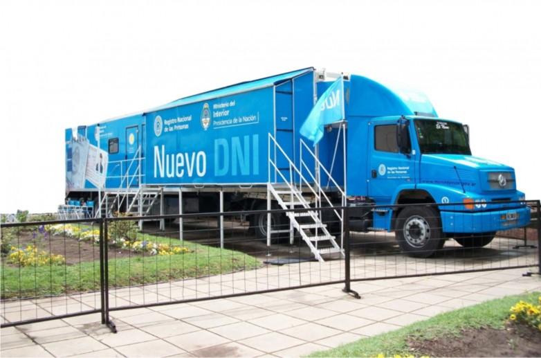 Llega el Camión Fábrica de DNI al espacio MinGob en la FNS