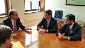 Uñac con funcionarios chilenos avanzó en el llamado a licitaci{on por el Túnel de Agua Negra