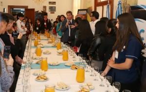 Alumnos de Jóvenes Construyendo Democracia entrevistaron al gobernador Uñac