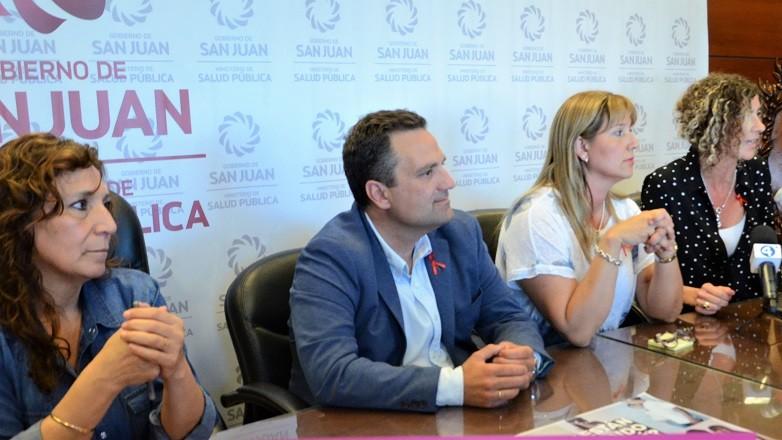 Autoridades que participaron de la conferencia de prensa sobre SIDA