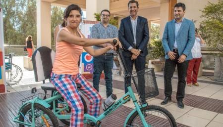 Se entregaron tricicletas que mejoran el desplazamiento de personas con discapacidad