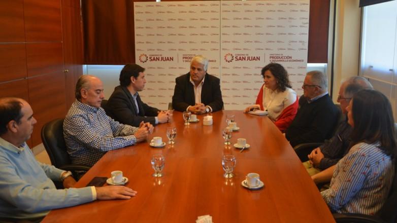 El ministro Díaz Cano recibió a expertos del VI Encuentro Argentino del Tomate