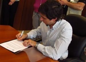 Firman convenio para diplomatura de capacitación de empleados en la Subsecretaría de Trabajo