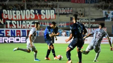 Talleres venció a San Lorenzo en el comienzo del fútbol de verano