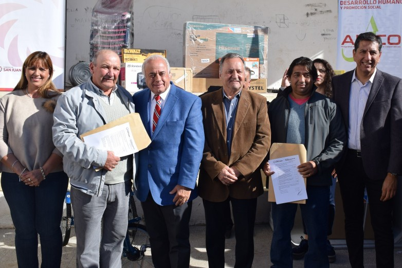 Abordaje Integral y entrega de herramientas a cooperativas en Pocito