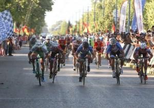 Sprint final en una de las etapas del Giro del Sol 2018.