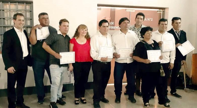 Nueve miembros del PTA terminaron sus estudios primarios