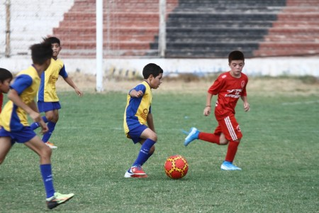 Los más pequeños continúan a puro fútbol