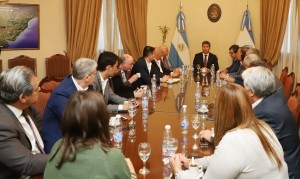 Uñac en la reunión de Gabinete: escuchó informes y pidió más trabajo interministerial