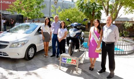 Corona, auto y moto para las nuevas reina y virreina nacional del Sol