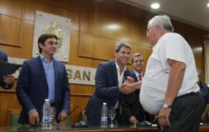 Uñac y Baistrocchi entregaron nuevas licencias de taxis y presentaron una app para viajar más seguro