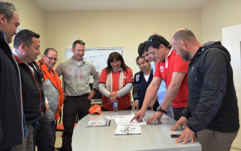 El equipo del Medical Center a pleno en la planificación de la competencia. Fotos: Facundo Quiroga