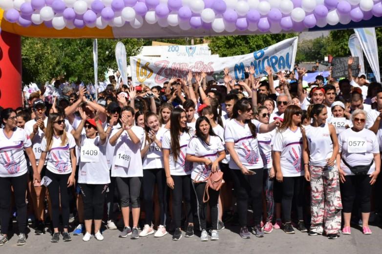 Unas 2000 personas corrieron contra de la violencia de género
