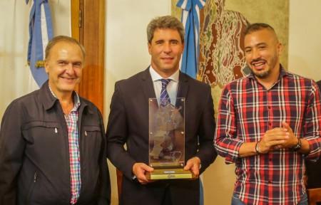 Dirigentes de CAME saludaron al gobernador antes de emprender el Cruce de los Andes