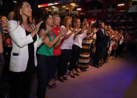Uñac destacó el rol de la mujer en la sociedad ante un estadio Aldo Cantoni repleto