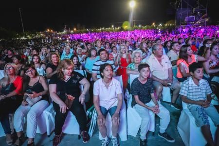 Más de 30 mil personas vibraron en la primera noche de la Fiesta Albardón