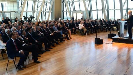 San Juan estuvo presente en la presentación del plan de reformas anunciado por el presidente