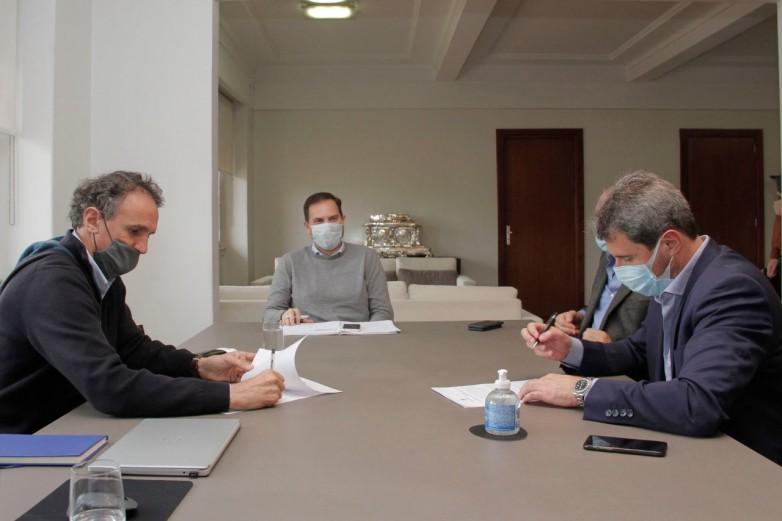 Uñac firmó con Nación un convenio para la ejecución de obras de saneamiento en San Juan