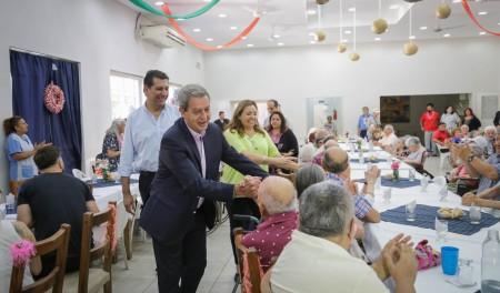 Para despedir el año el vicegobernador almorzó en la Residencia del Adulto Mayor