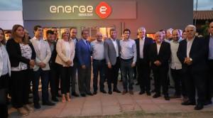 Inauguró una empresa que fabrica equipos y sistemas de energía fotovoltaica