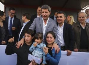 En Chimbas, Uñac entregó las llaves de 150 viviendas del barrio Santa María