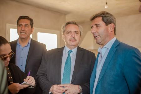 Uñac y Fernández visitaron el asentamiento de 458 familias que serán relocalizadas en tres barrios