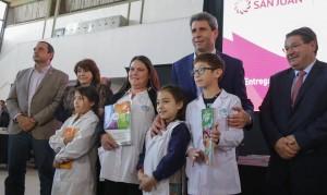 """Uñac participó de la entrega de los libros """"San Juan y yo"""" a alumnos de nivel primario"""