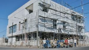 El edificio de la Policía Minera, en su etapa final de construcción