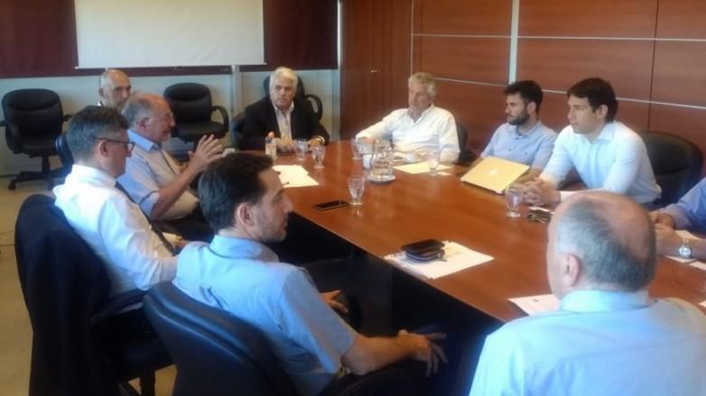 El ministro Díaz Cano se reunió con productores de pistachos
