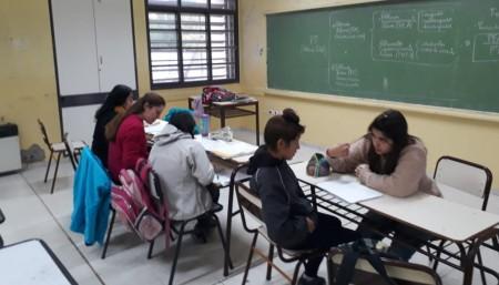 Más de mil estudiantes asisten a clases gratuitas de Lengua, Inglés y Matemática