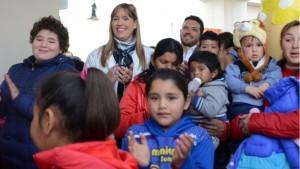 La ministra Dra. Alejandra Venerando participando de los festejos del Día del Niño en el hospital Ventura Lloveras. Foto: Facundo Quiroga