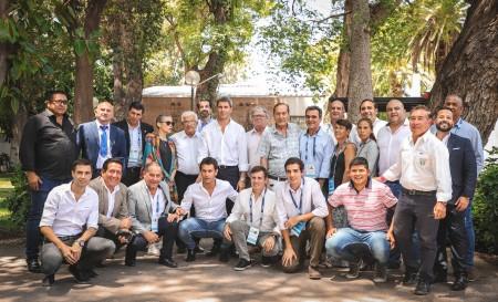 Vuelta a San Juan: Uñac compartió un almuerzo con dirigentes de 13 países