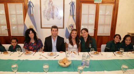 Docentes y alumnos de escuela de Encón visitaron la Casa de Gobierno