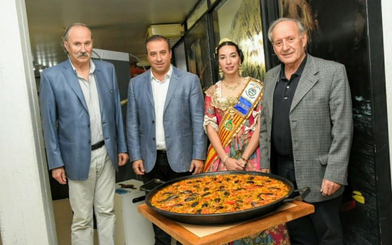 El Centro Valenciano cumple 50 años y lo celebra con sus tradicionales fallas