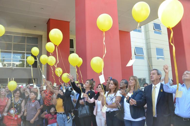 El Hospital Rawson conmemoró el Día Internacional del Cáncer Infantil con una suelta de globos