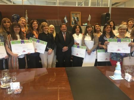 Escuelas que se capacitaron en nutrición saludable recibieron certificados
